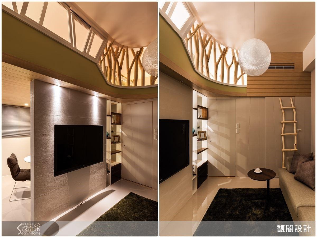在挑高格局,以屋主英文名 TOM 為靈感,利用樹幹做為樓上的空間區隔,搭配一道木梯,打造《湯姆歷險記》的樹屋宅。