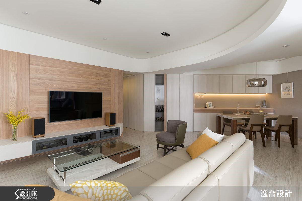 客廳採用嵌燈照明,讓天花板呈現最簡單乾淨的表現形式。