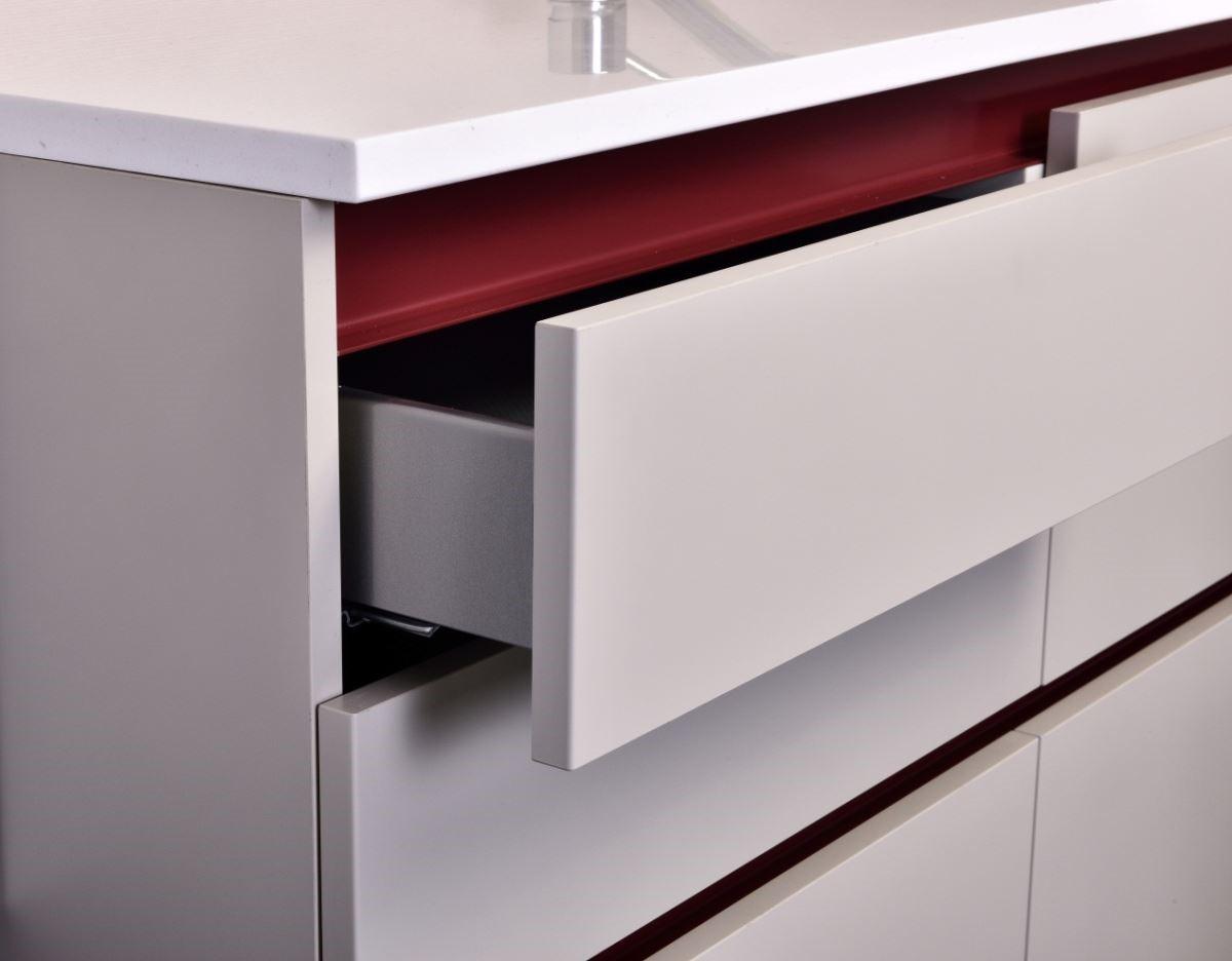 米洛系列具有防手紋與抗油漬的質地,讓清理更加輕鬆,更新了過去廚具門板的傳統印象,改變了廚房的五感體驗。
