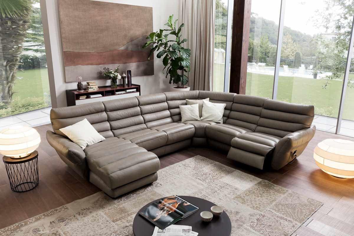 義式沙發不僅著重坐感,更強調機能性與設計感。今年米蘭展備受矚目的夏圖 Chateau d
