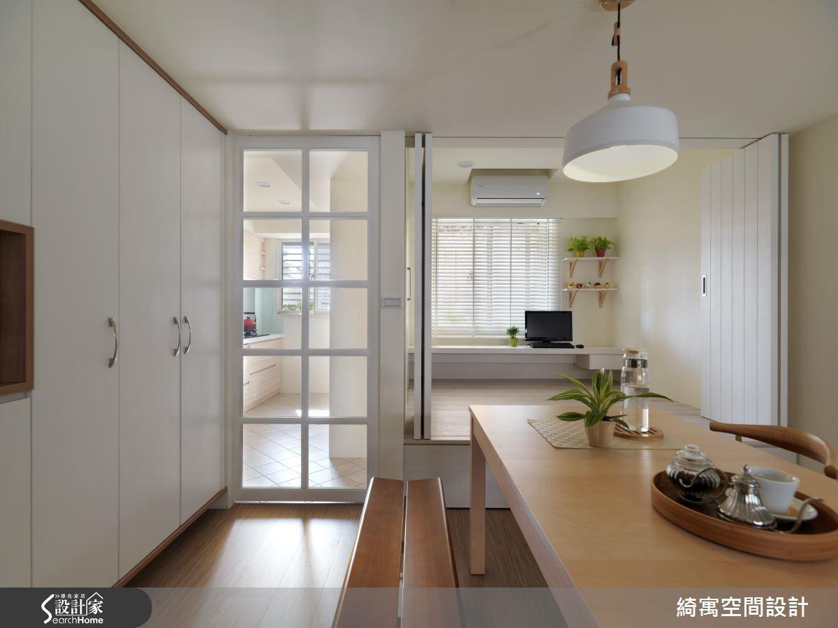 此時妻的聲音從廚房裡響起:「你回來啦!」隔著透明玻璃格子門,可以看見妻忙碌的身影,讓人十分安心。