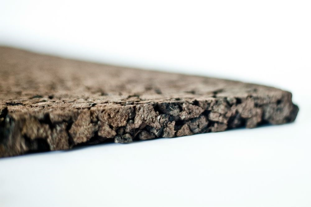 軟木樹皮製成的壁板,由 100% 的天然原材料組成,具有良好的隔音吸音和隔熱功能。