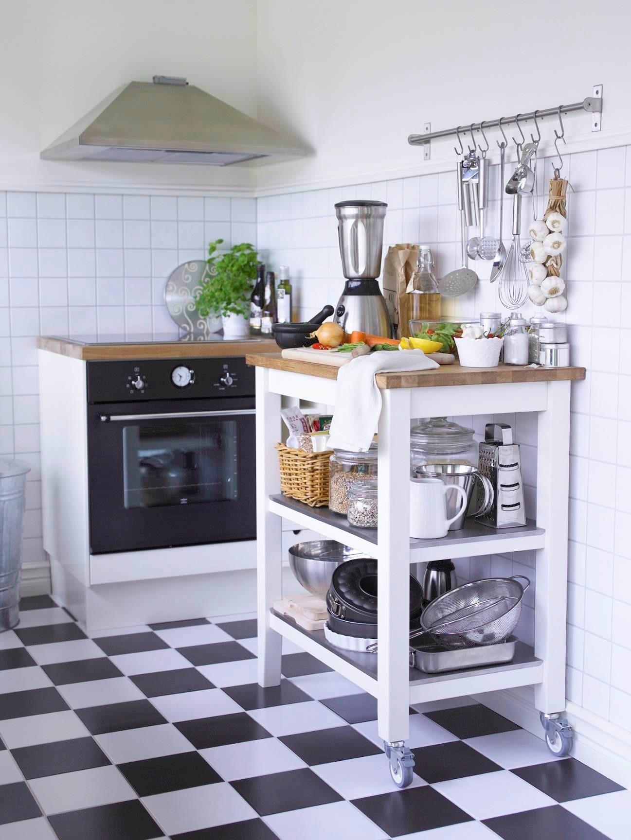 STENSTORP白色橡木廚房推車可提供額外儲物空間及工作檯面,附2片固定式不鏽鋼層板,衛生堅固又耐用(原價$7,990/特價$5,992)圖片提供_IKEA