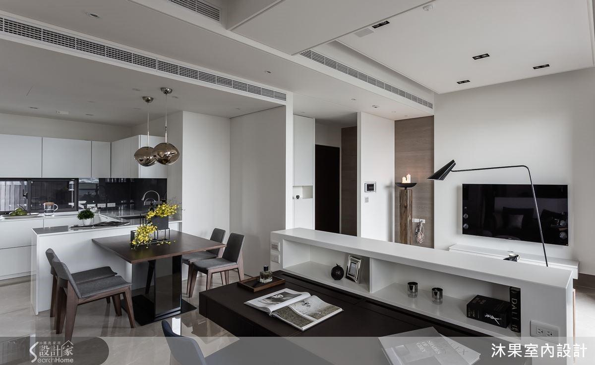 餐廚空間,刻意以畫框方框的設計結構,讓白色盒子般的空間堆出層次。設計繁而不雜,讓極簡有低調的變化,這樣精緻度也就出來了。