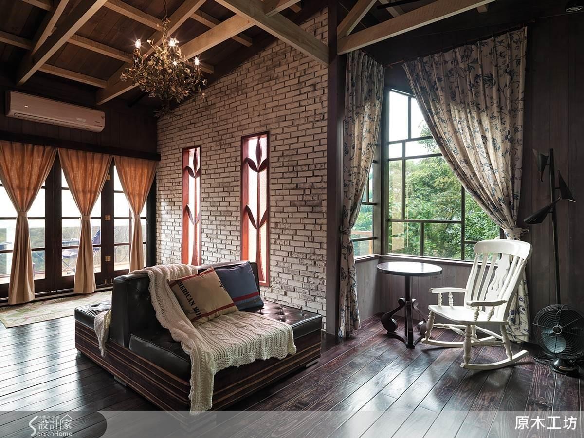 義式鄉村風:利用實木 X 手作,即可訂製雕花窗型,嵌在窯燒感磚牆中,充滿自然粗獷的原味。