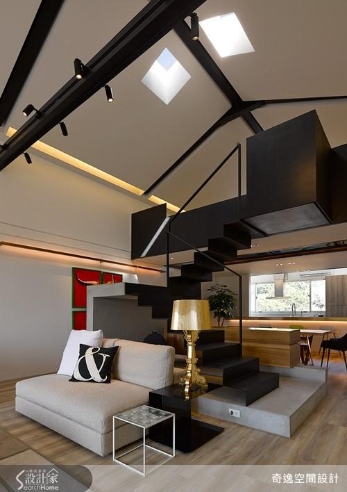 配合屋頂的斜度,開設兩方對稱的矩形天窗,讓光線的投射更具不同的角度,夜晚躺在臥榻區域就能看星星入眠。