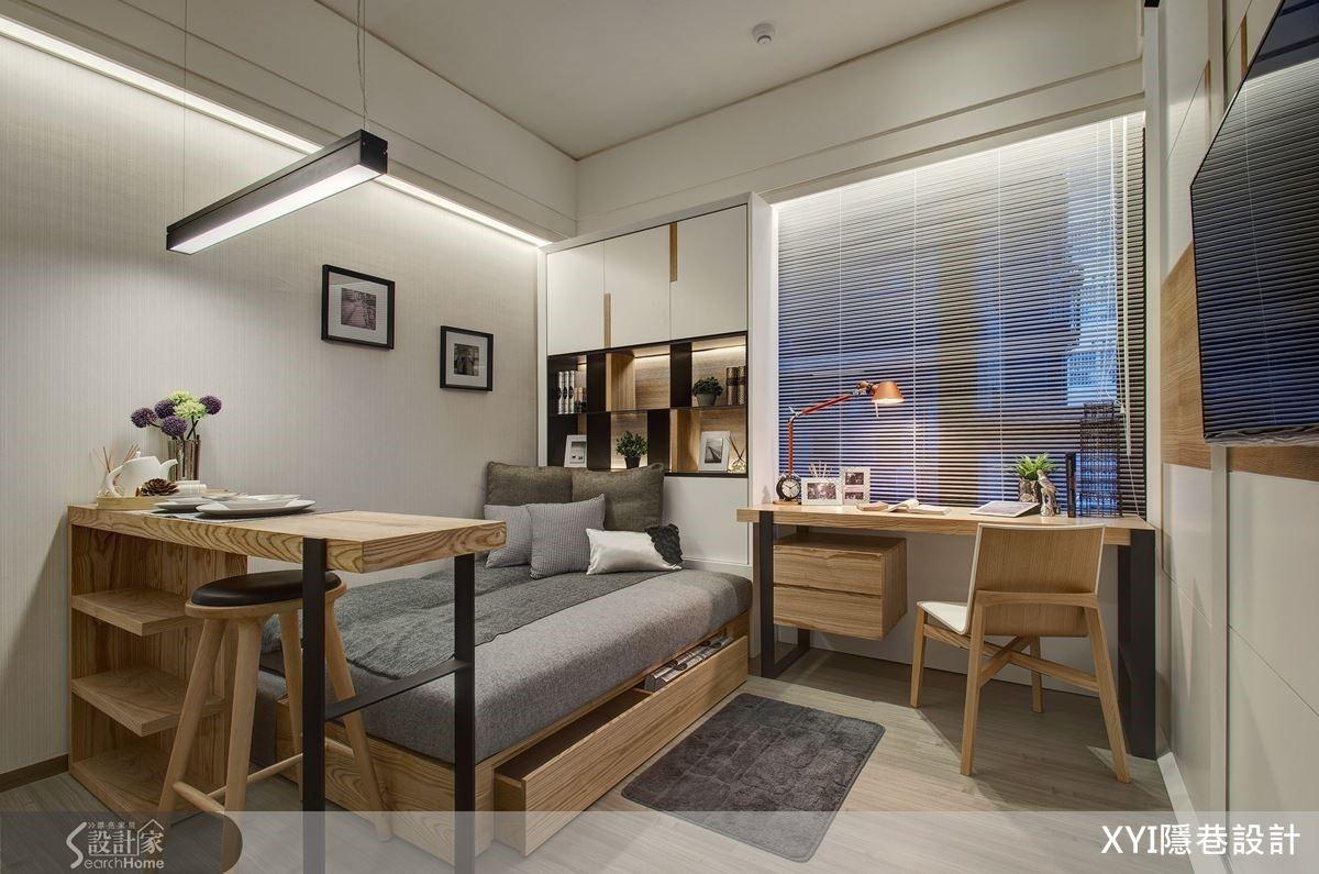 由一張可作為備餐檯、餐桌的簡易小吧桌作區隔,卻讓屋主擁有完整餐廚區,並且維繫起居與寢臥的開放功能。