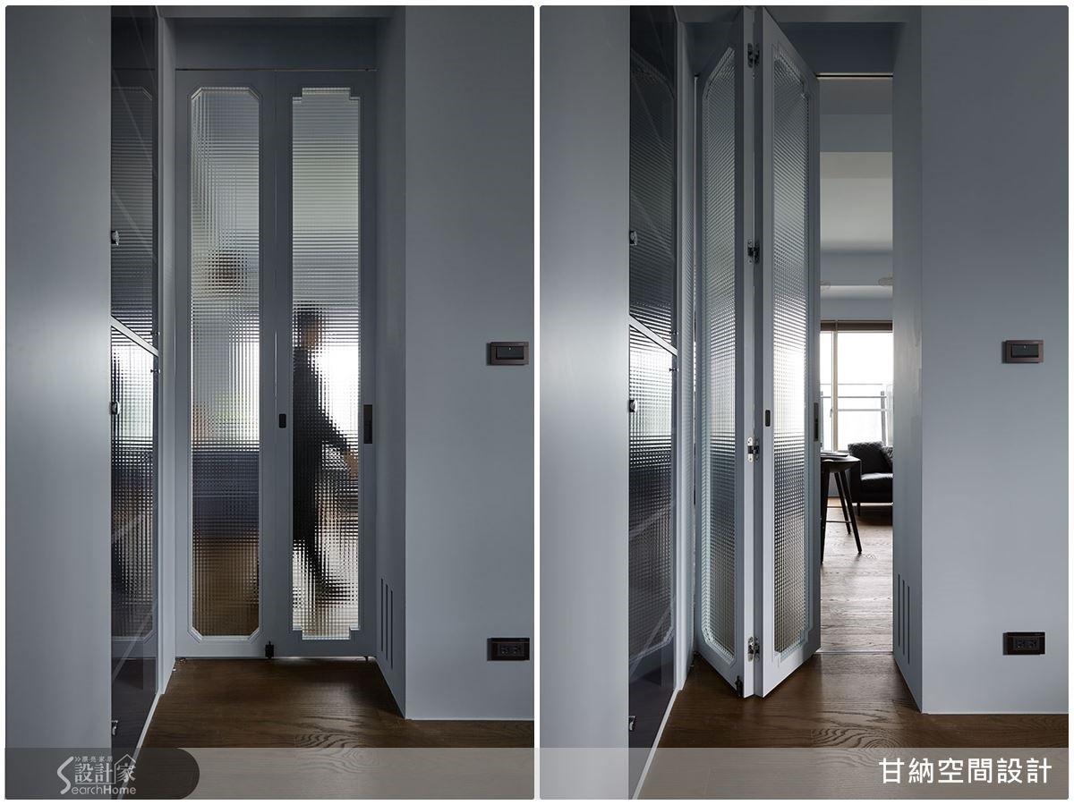 不同形式與尺度的角窗概念注入到折門中,再結合格子玻璃元素,不僅創造錯落的視覺效果,當光影投射後,還能變幻出迷人的倒影。