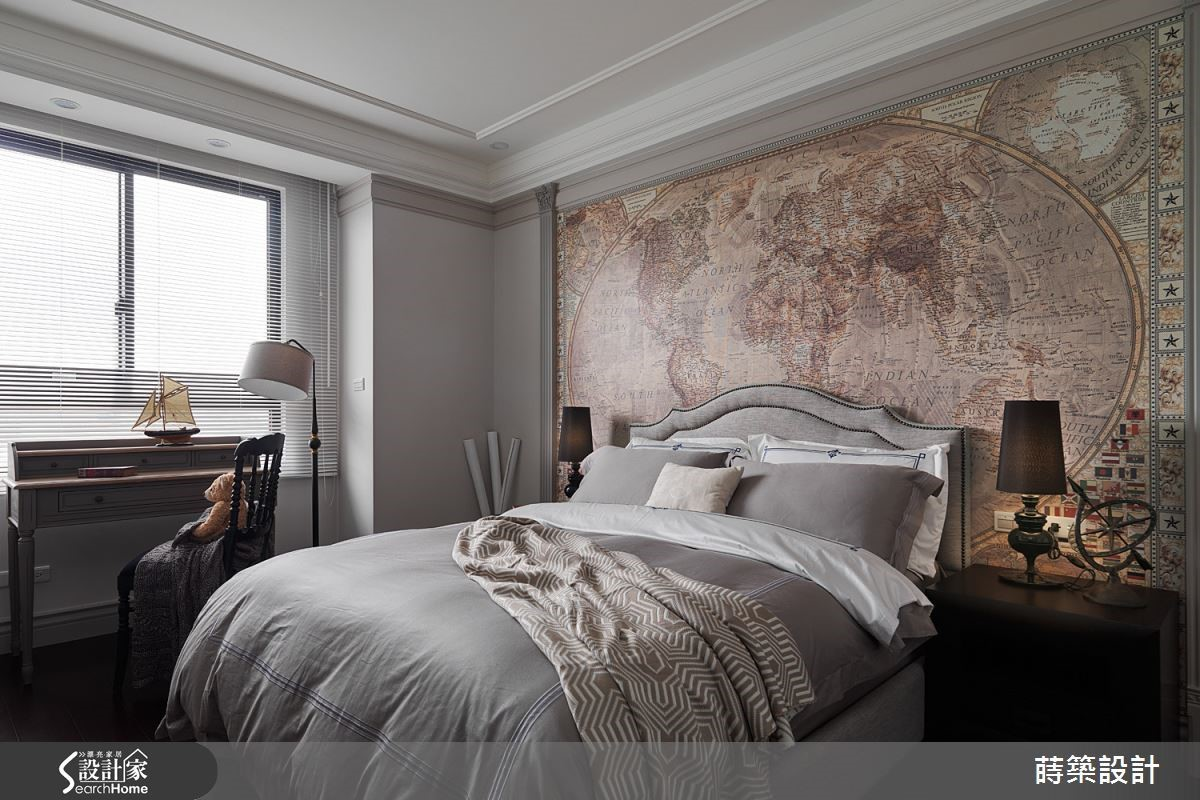 在臥房床頭牆以大圖輸出壁紙呈現仿舊世界地圖的樣貌,完成油漆無法達到的精緻度,讓空間充滿博物館般的探險氛圍。