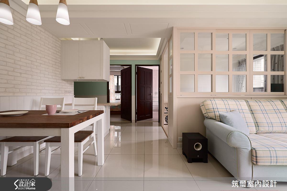 如果害怕貼磚工時長、又怕髒污難清理,純白文化磚壁紙是快速營造風格的首選!