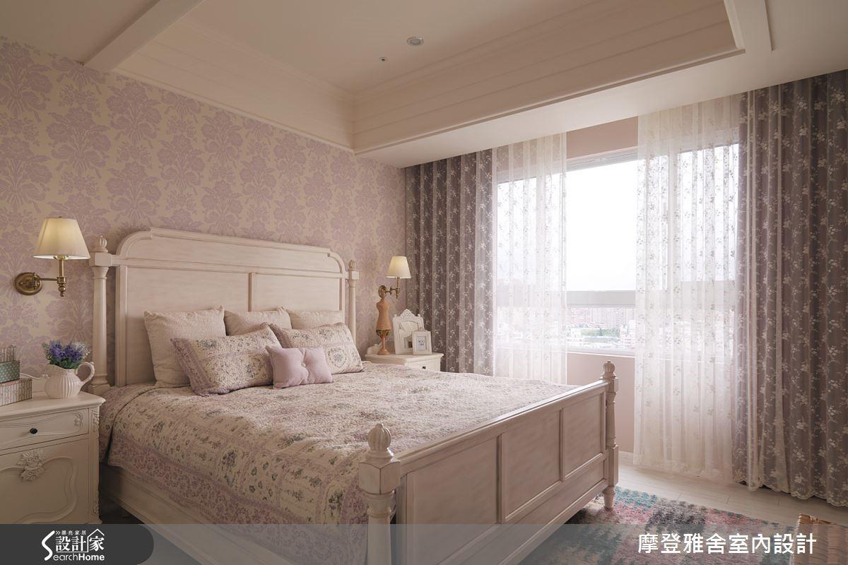若想要使用大量複疊圖案,建議挑選淡粉色作為主軸,並搭配色調輕淺的紗簾,就能創造清爽無壓的空間。