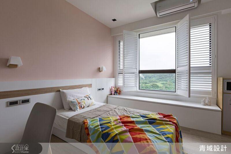 女兒房以粉嫩的粉紅色系作為空間主軸,搭配溫馨浪漫的百葉窗,營造宜人的夢幻氛圍。