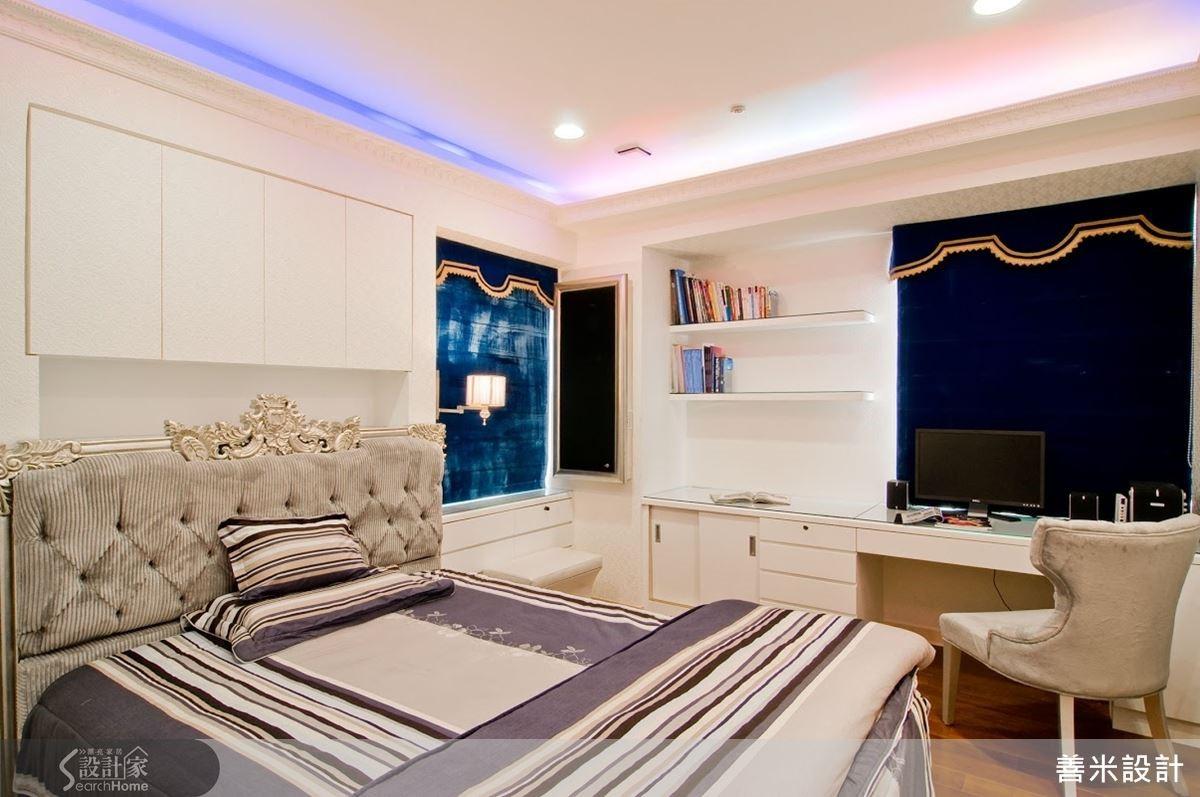 主臥床頭上方有一根橫樑,為了化解橫梁產生的壓迫感,在樑下方設計一座吊櫃,成為一處可收納的主牆設計。