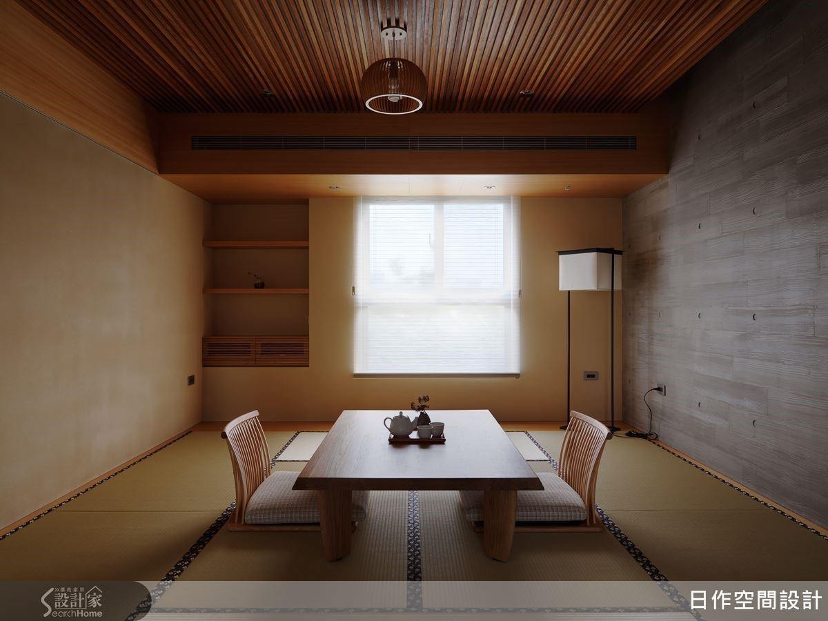 於壁面加入清水模質感,讓前衛元素平衡傳統氣息,達成另一種衝突美感。