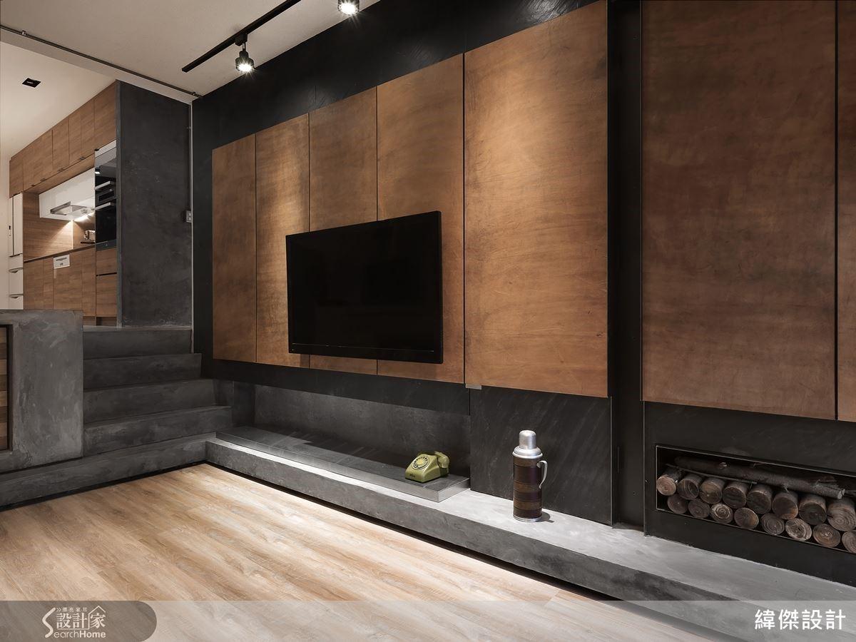 電視牆以牛皮繃板,宣告主人的皮雕工藝的興趣。