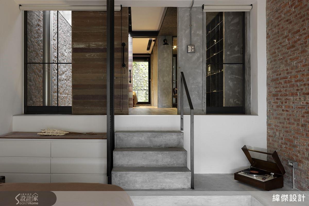 客房必須有的管線、連續性地面的設計、收整成為樓梯,新砌不加工的紅磚牆,表現粗獷細膩的情感。
