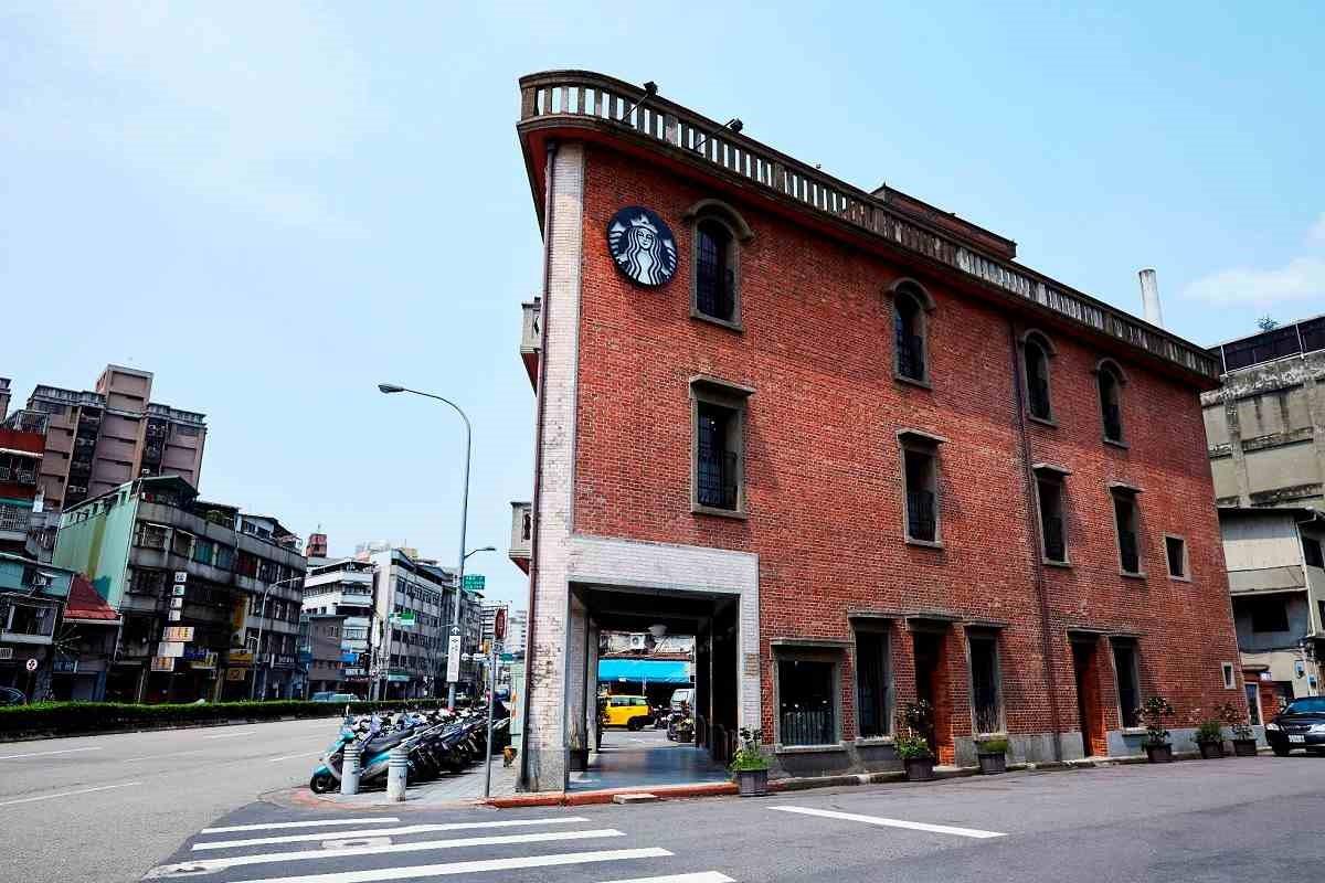 統一星巴克「艋舺門市」將於27日開幕。整棟獨立建築被認證為市級古蹟,同時也是全台第377家門市。圖/星巴克提供