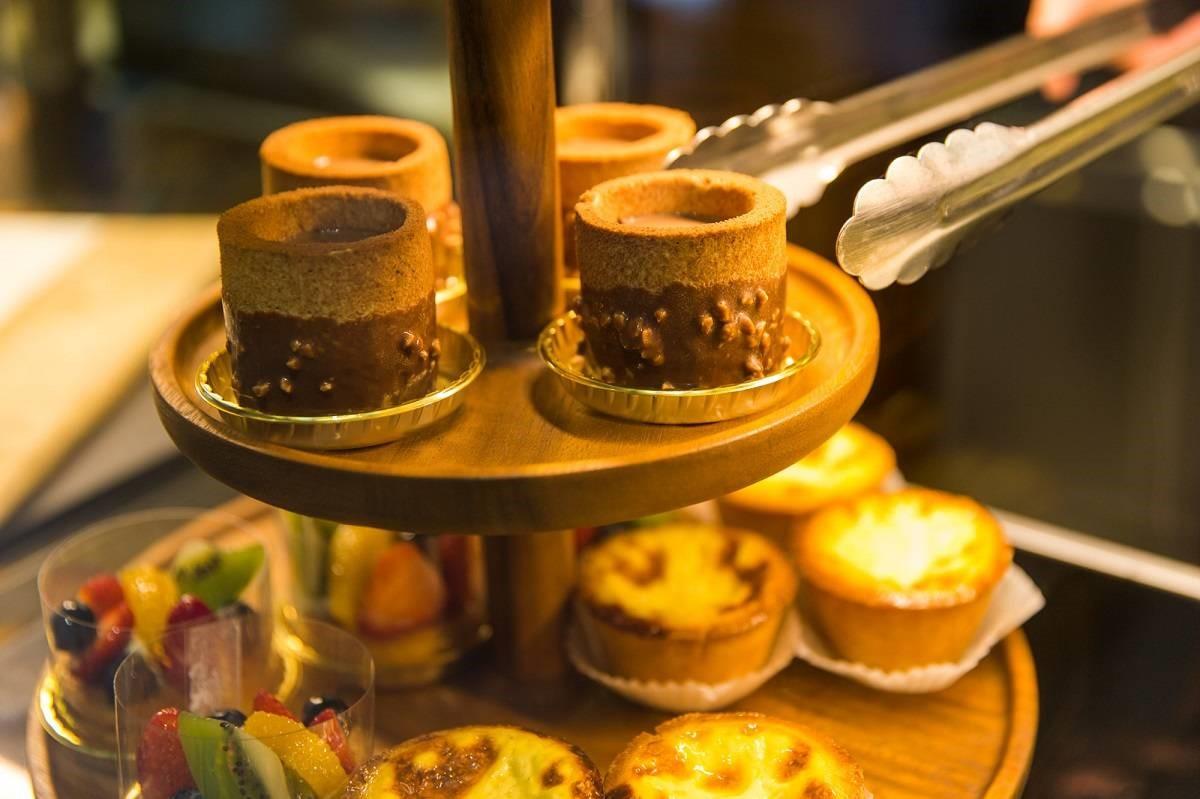 獨家與糕點名店-昂舒巴黎攜手合作,推出多款台灣意象糕點共10款獨家點心。圖/星巴克提供