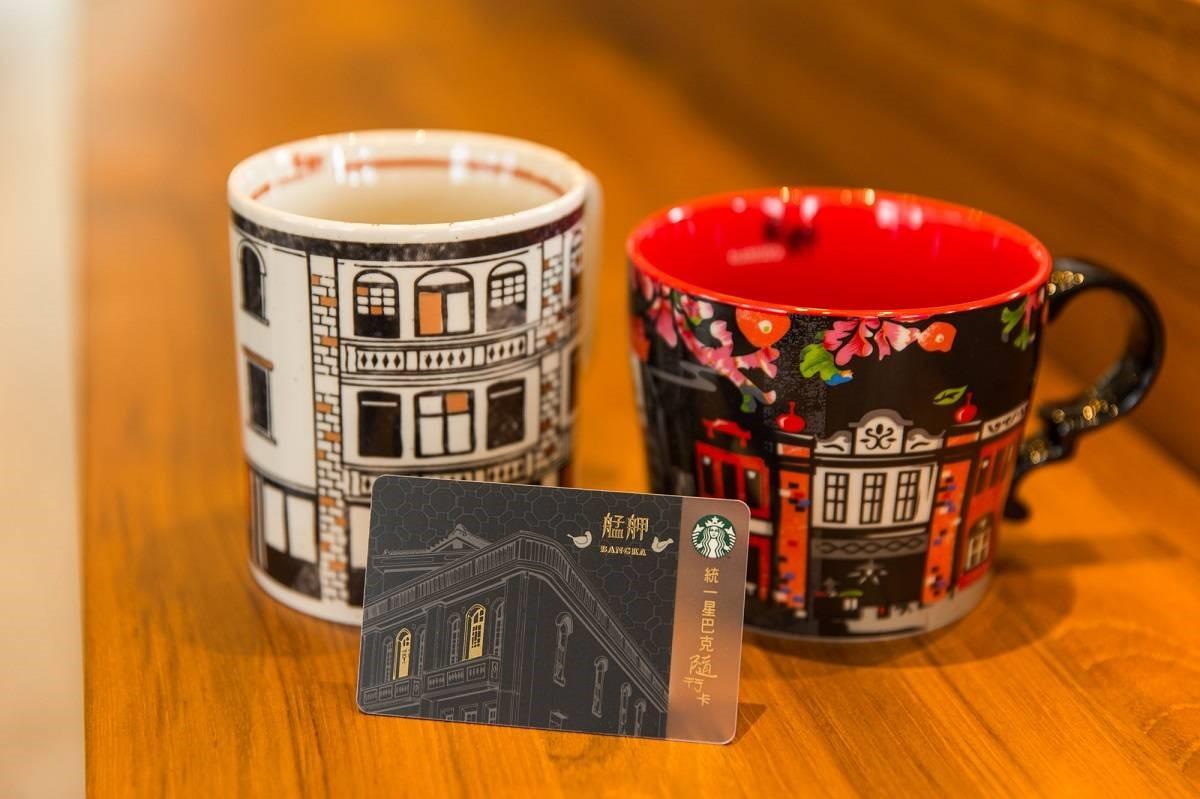 獨家商品包含「艋舺風情」、「艋舺情懷」2款特色馬克杯,及隨行卡。圖/星巴克提供