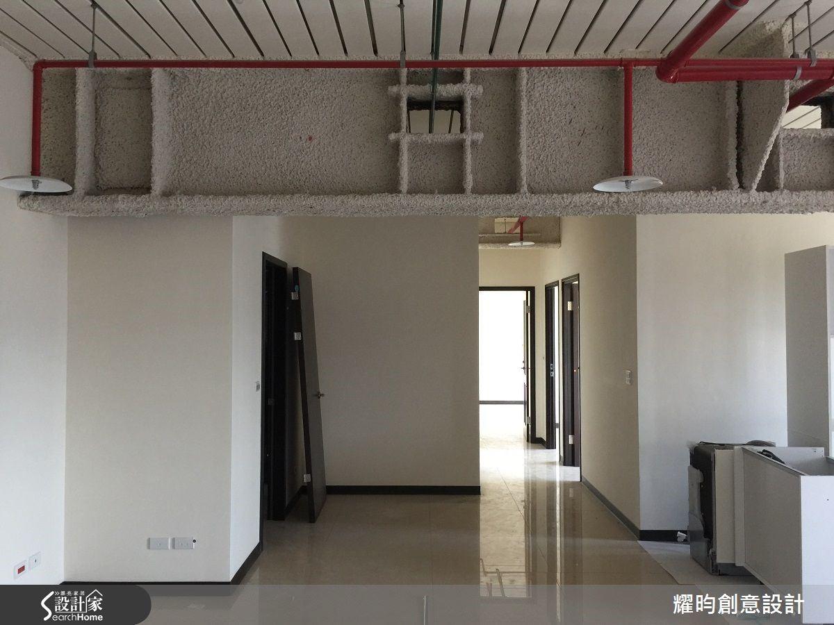 照片左方為原本的廚房位置,將拆除廚房的兩道牆面。圖片提供_耀昀創意設計