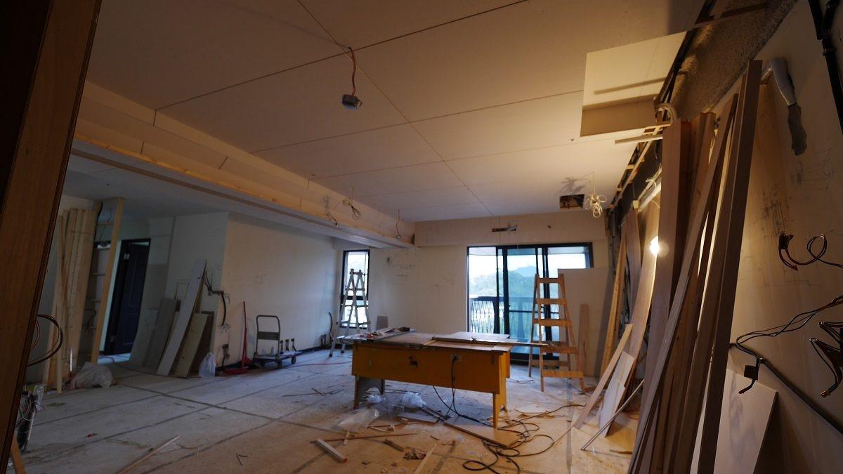 天花板封板後。