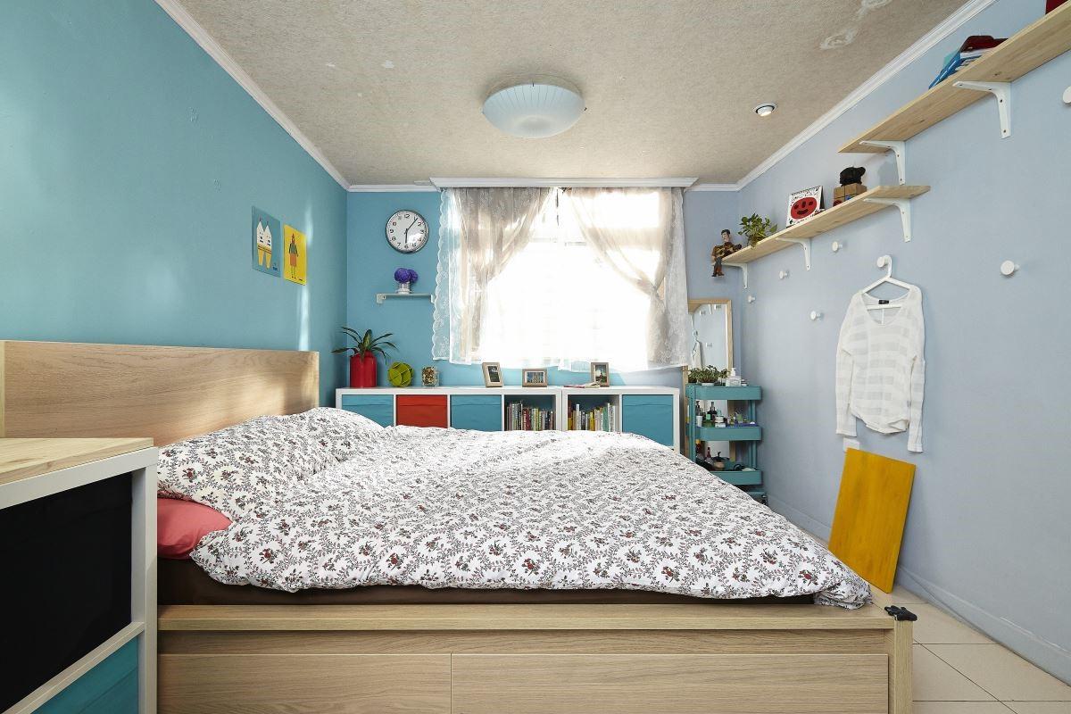 經過 IKEA 的家具與單品改造後,僅 3 坪的臥室蘊藏各種收納巧思!