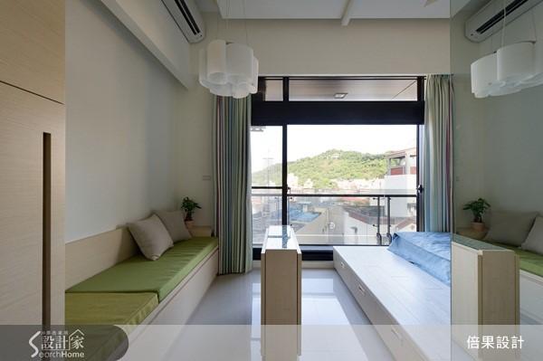 將廚房、客廳、臥房與衛浴空間分為三大區塊,將所有空間發揮的淋漓盡致。