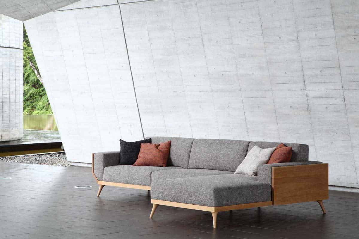 歐美人士喜愛的 COSY 沙發,俐落的線條、厚實的椅背,舒適性令人驚喜。