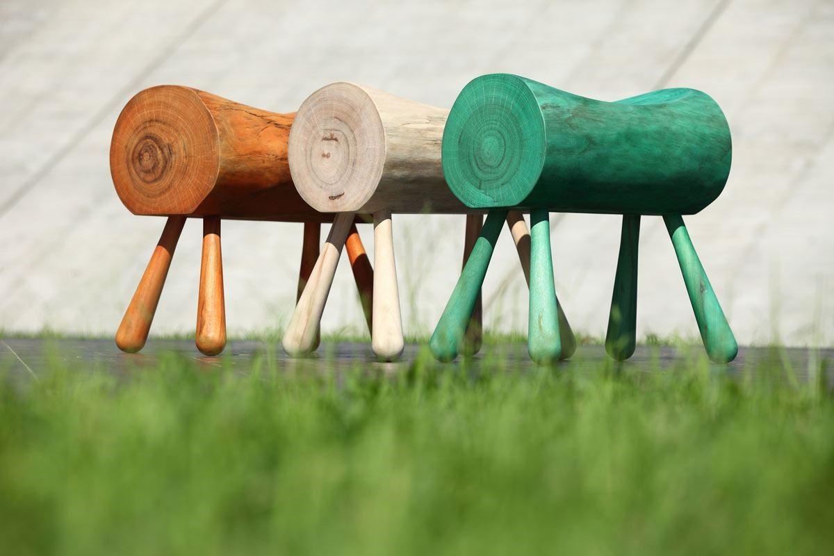 台灣特有的香樟木結合義大利環保奈米漆的木馬椅,保留原木天然獨特紋理與溫潤觸感,別有童趣。
