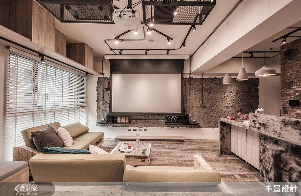 沒有制式電視框住空間,並以主人的興趣,規劃投影布幕,使主牆成就多樣的變化性。