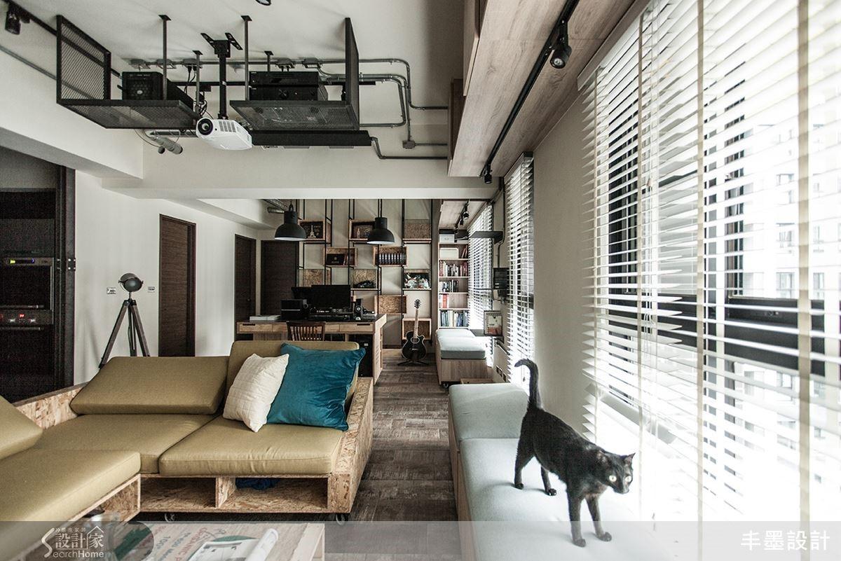 極大化 20坪寬敞空間的另一頭,是屋主的工作區、貓兒的遊樂園的開放式書房場域。