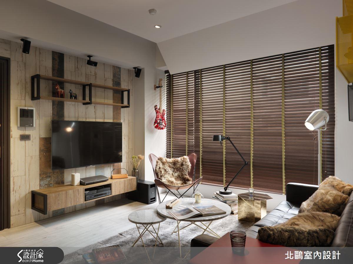 在電視牆選用結合鐵件的進口丹麥系統家具,即可營造最道地的北歐風格。