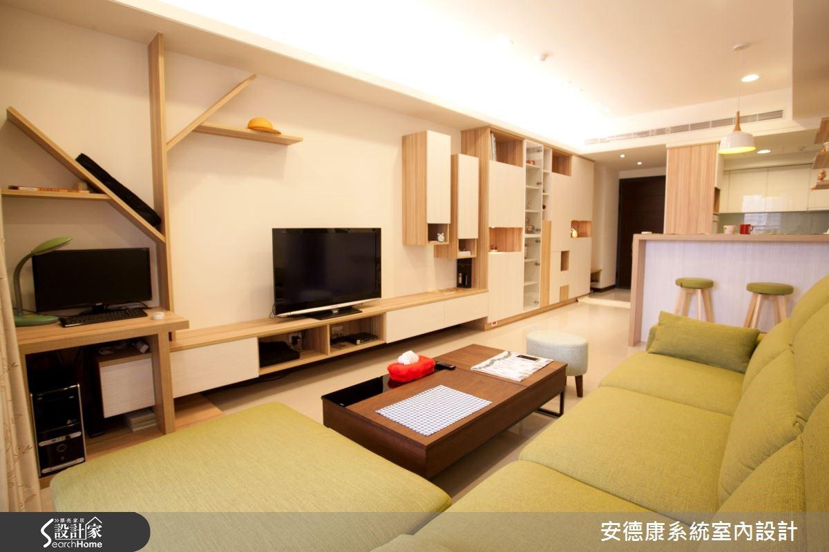 電視牆面以基本的收納展示櫃體由右自左延伸,並利用板材拼貼為樹枝造型,兼具置物與書房屏隔功能。