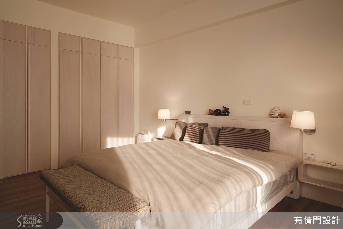 臥房系統櫃採用預作工法,就算是大面積衣櫃也有著乾淨俐落視覺呈現。