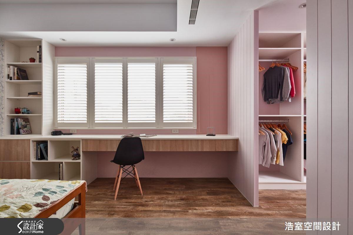 圖 09 粉嫩性女孩房更擁有一間寬敞更衣室。