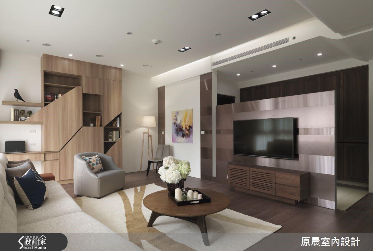 開放閱讀區改善了原有配置的過度分割,在流淌的光線映照下,客廳空間顯得通透明亮。