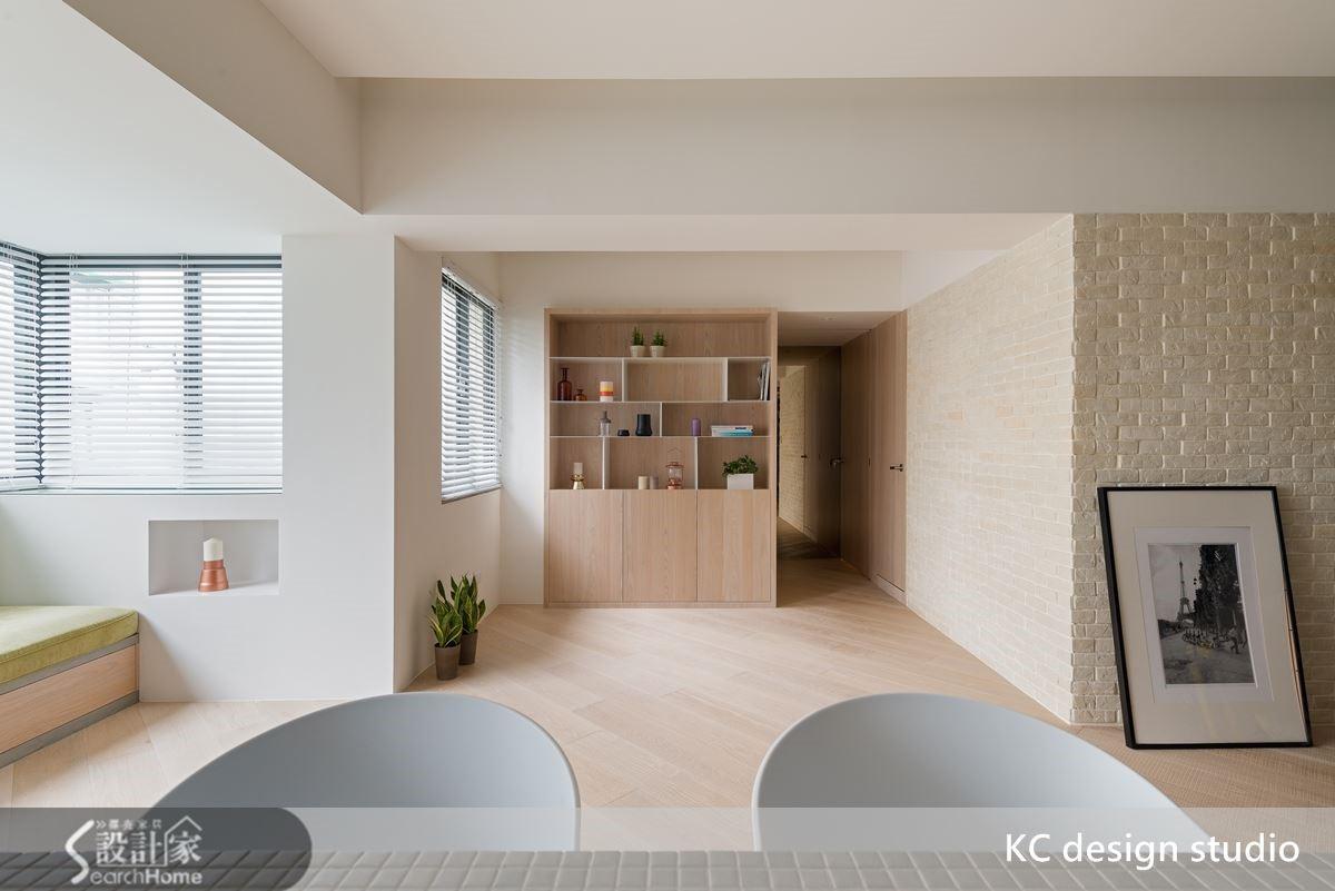 換個柔和色調的磚牆材質,降低對比差異仍有一定程度的表現面。