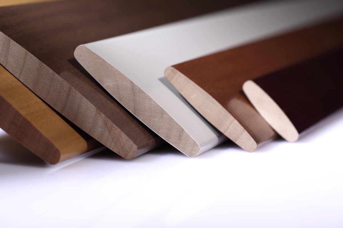 嚴選百葉窗材質,共有白柚木、鳳凰木、Woodlore+ 與防水 ABS 材質。