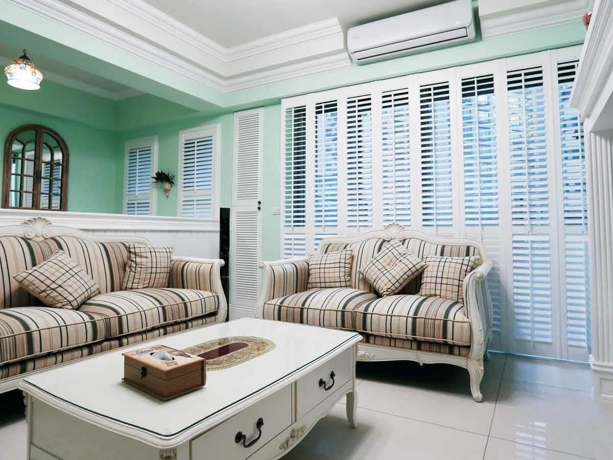可以搭配室內的各式窗型量身打造,營造舒適的空間氣氛。