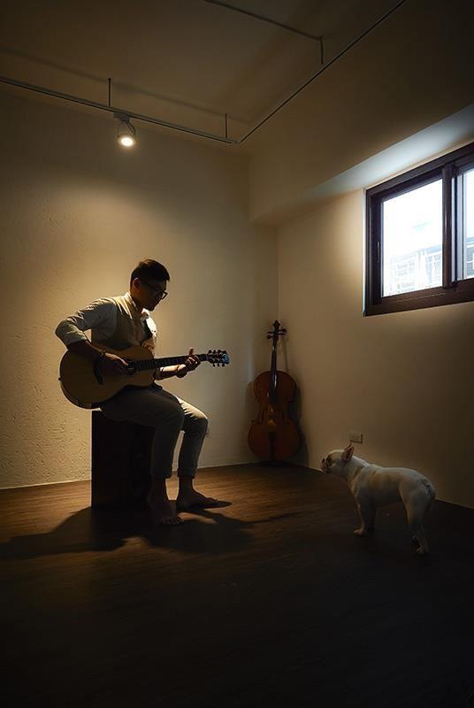 持續放大音樂理想的強尼,希望所有紛擾壓力被隔絕在外,用最純淨的聲音打造最天然的旋律天堂。