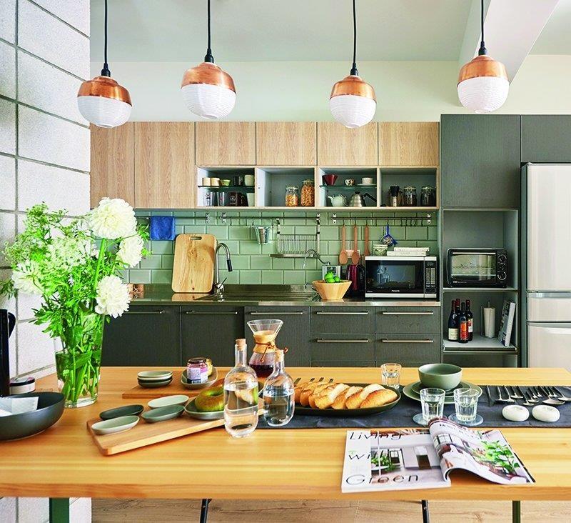 僅調整 2 面隔間牆的位置,就能獲得寬敞的餐廚空間與客廳!