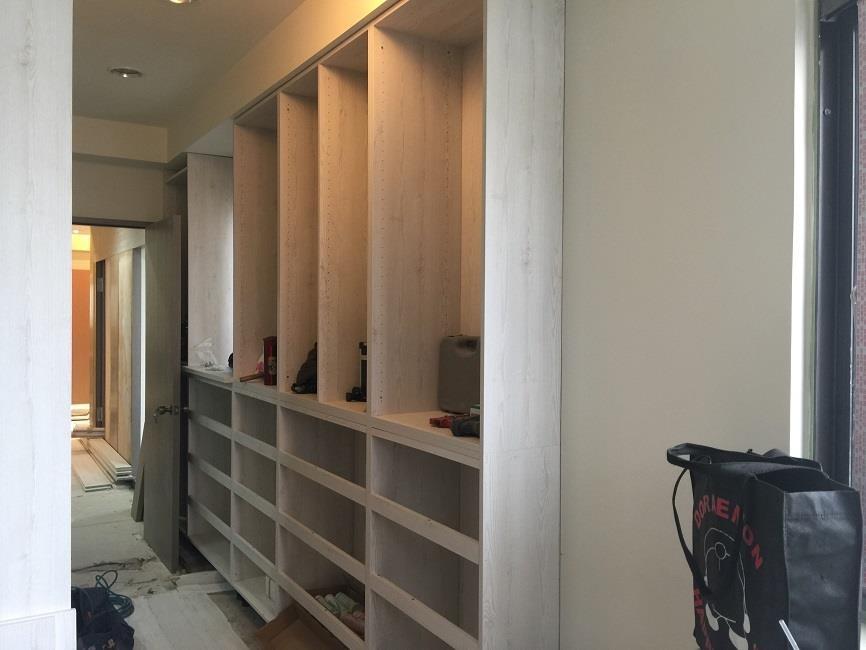 在臥室與兒童房等空間,設計師建議使用等級係數較高的系統板材,維護家人健康。
