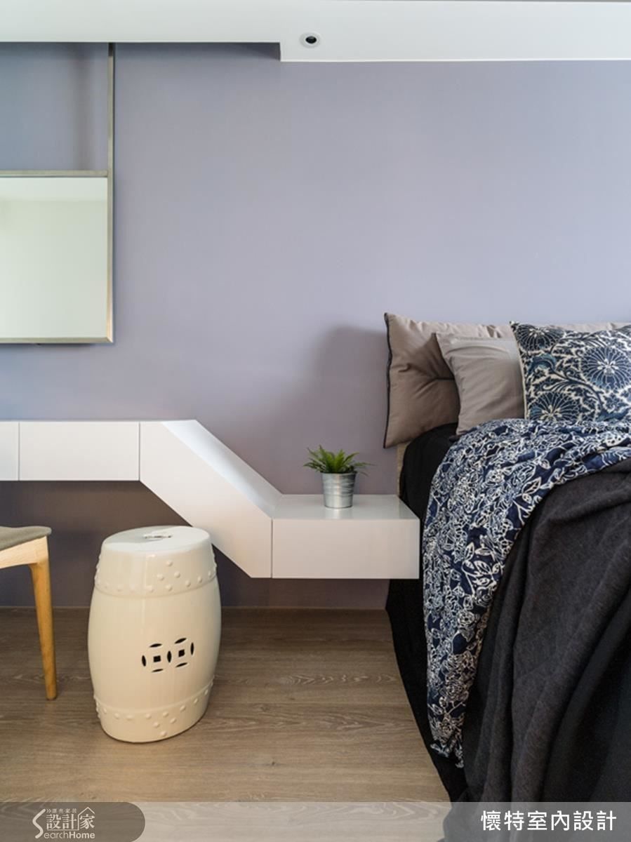 臥淡紫色主牆帶出許許溫柔浪漫,床頭連貫性懸浮的梳妝檯隱藏了大量收納,滿足生活機能更成就舒服放鬆的睡眠氛圍。