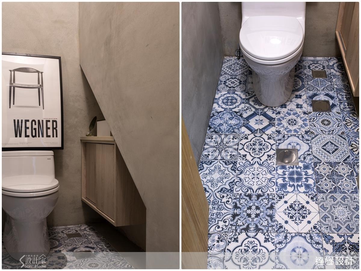 廁所地磚以鮮豔的花磚彰顯空間活潑感受,而牆面以粉光打底取代磁磚鋪陳,保留復古風味。