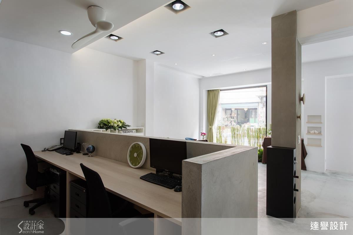 辦公區域採開放式櫃檯設計,可達到與客戶直接交流討論的親密接觸。