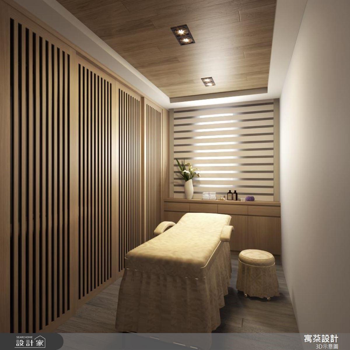 設置在主臥裡的按摩室,是女主人最愛的私密角落。木質調空間與充滿閒適感的色彩,點上精油薰香,宛如複製峇里島風情,放輕鬆原來就是這麼簡單。