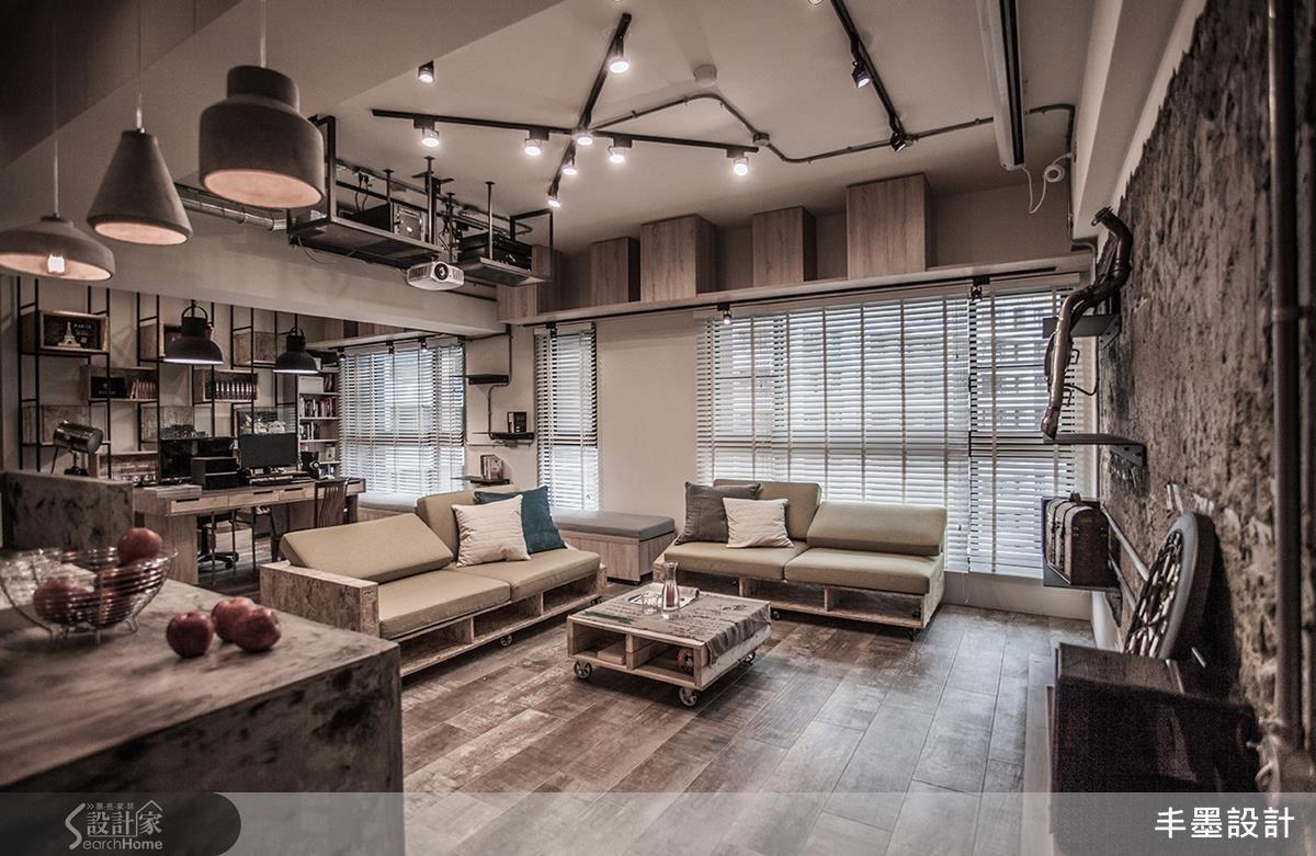 客廳、餐廚與工作區整合成開闊的大空間,隨時都能招待一票好友;良好採光充盈室內,讓天地壁以及家具呈現工業風最自然原始的質感。