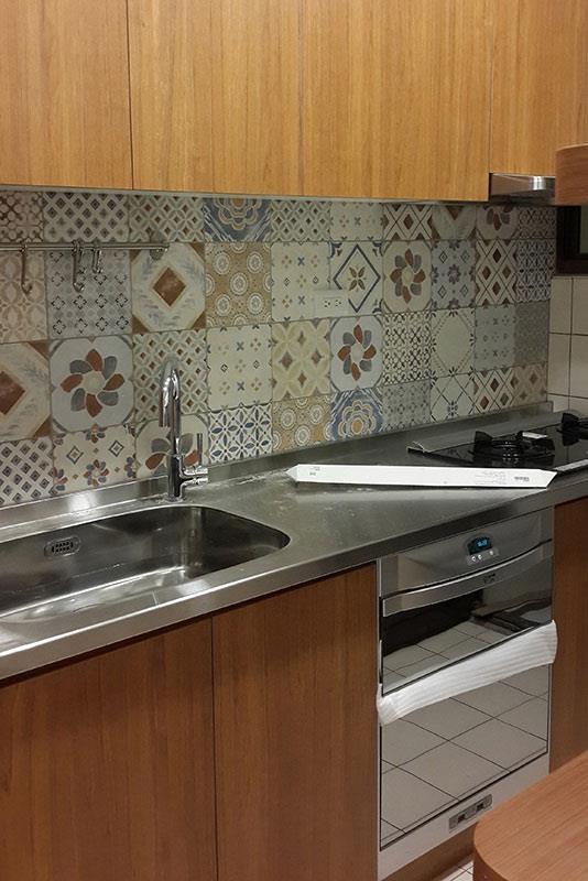 廚房搭配局部花磚,有畫龍點睛的效果。  攝影_許嘉芬