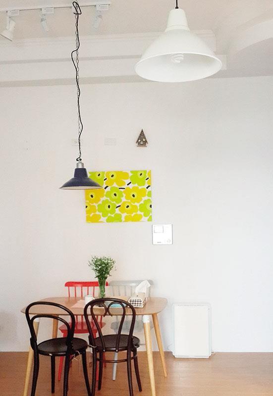 混搭軌道燈、垂吊型燈具,豐富居家的表情。  攝影_許嘉芬