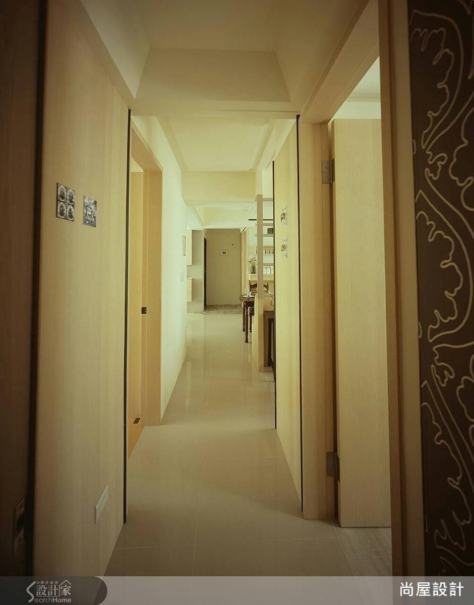 將書房改為半開放式格局後,也縮短了走廊的狹長感。